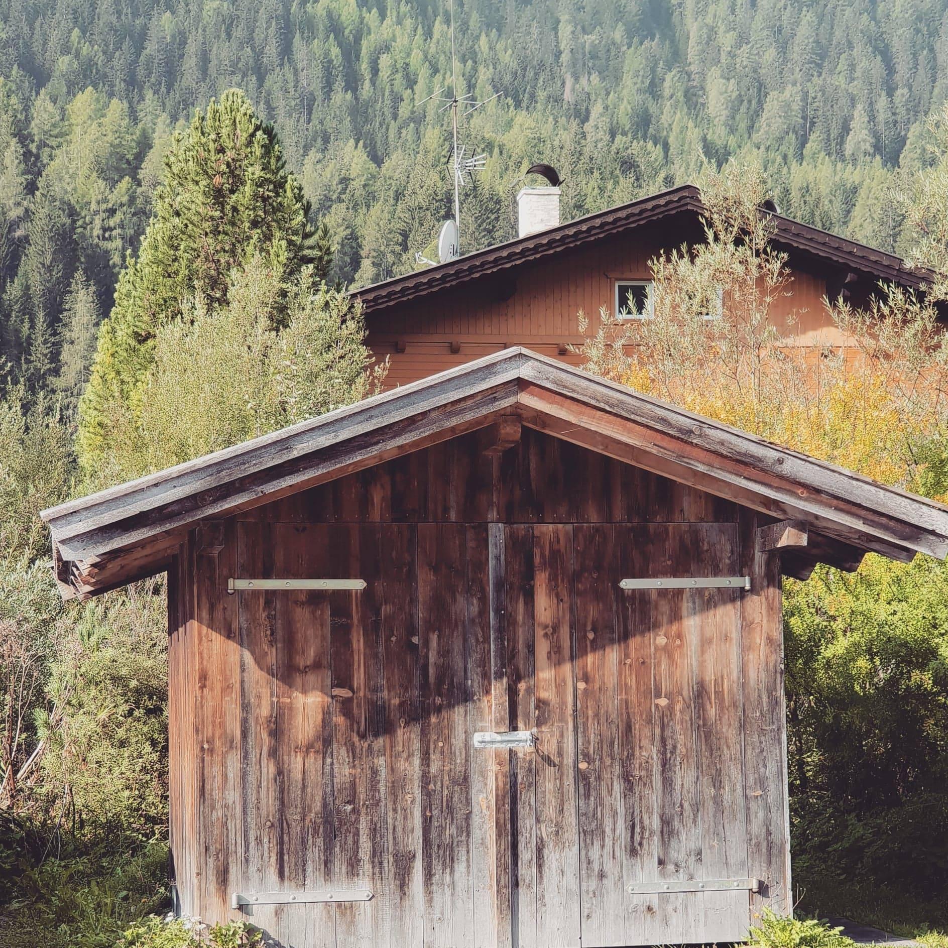 cabane sur le lac de Braies