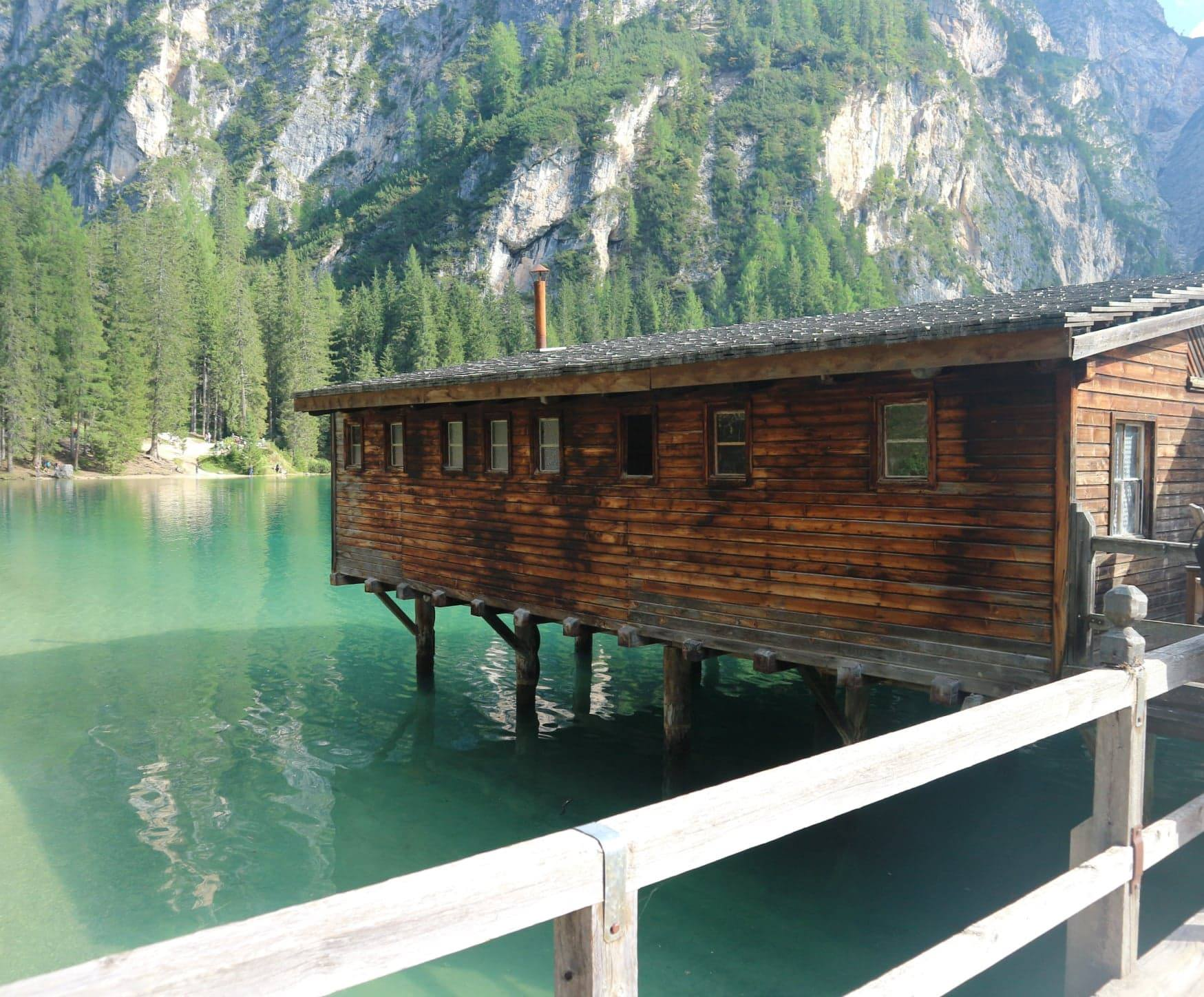 Cabane sur le lac de Braies - nature